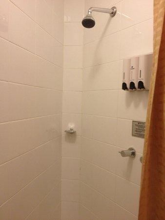 Park Regis City Centre : very small shower / bathroom