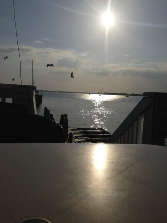 Uncle Ernie's Bayfront Grill : View of bay at late afternoon