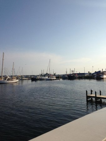 Uncle Ernie's Bayfront Grill : Fishing boats at dock