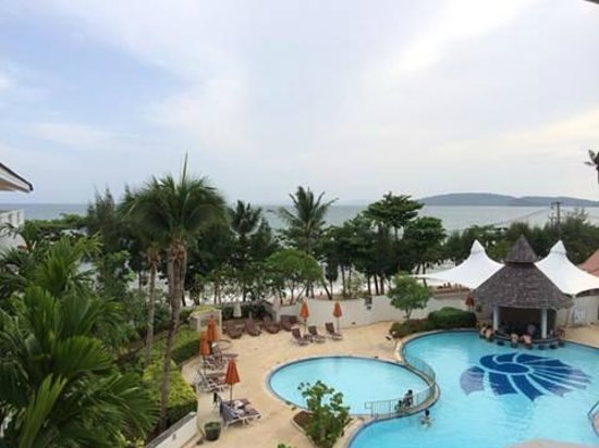 Aonang Villa Resort: View from room on the third floor, directly facing the sea