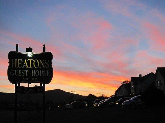 Heaton's Guesthouse: Sunset at Heaton's