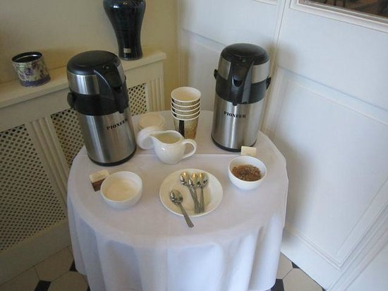 Heaton's Guesthouse: Coffee to go!
