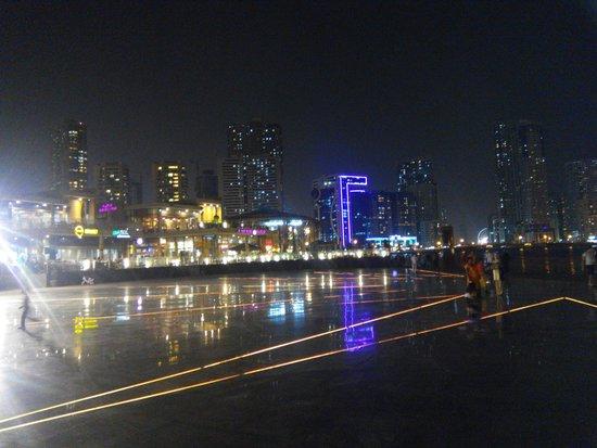 Al Majaz Waterfront: 1