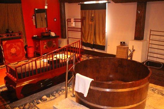Banyan Tree Ringha: Cool bathroom