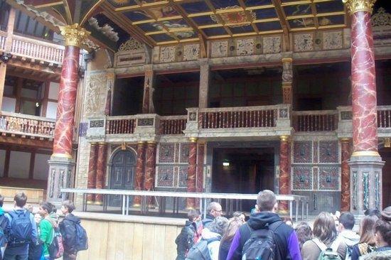 Shakespeare's Globe Theatre: Beautiful Globe