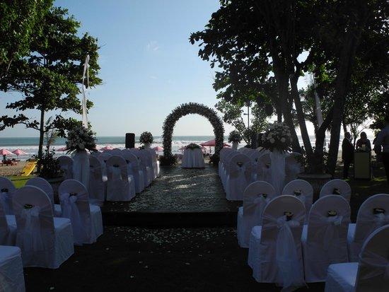 Anantara Seminyak Bali Resort: Wedding on the Beach