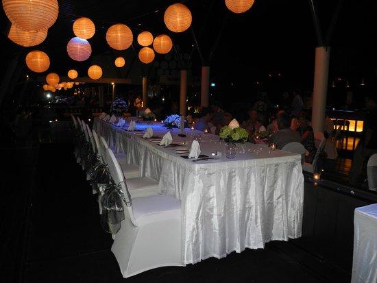 Anantara Seminyak Bali Resort: SOS Rooftop Bar Reception