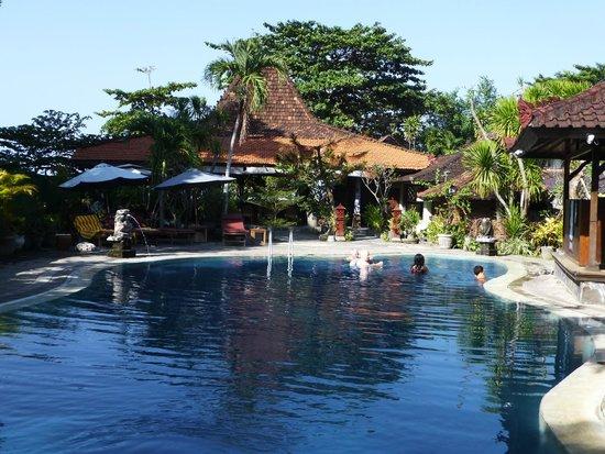 Gazebo Beach Hotel: Pool view from restuarant