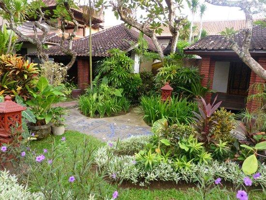 Gazebo Beach Hotel: One of the many bungalows