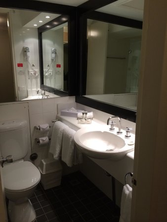 Travelodge Hotel Sydney Wynyard: 洗面台1