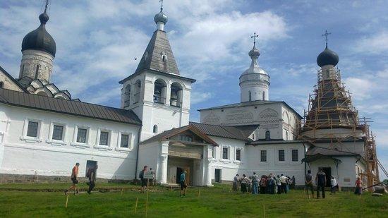 Museum of Dionisy's Frescoes - Ferapontov Monastery: внутренний двор
