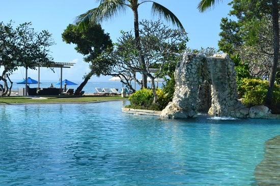 Grand Aston Bali Beach Resort: Looking over the pool out onto the beach