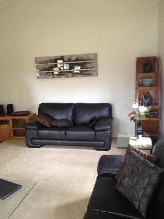 Waterfront Dunsborough: Separate living room