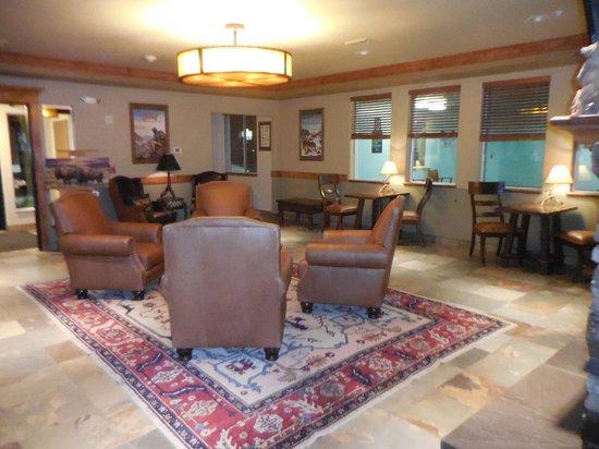 Yellowstone Park Hotel: Lobby