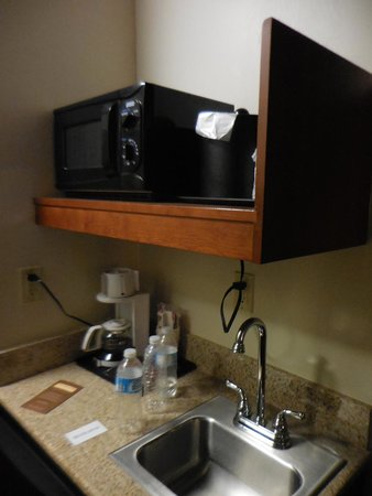 Yellowstone Park Hotel: Microwave/Sink