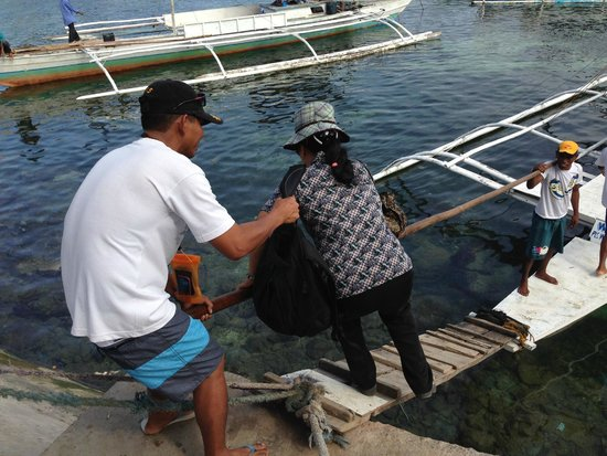 Ocean Dreamer Island Tours : Jay takes care of my mom.