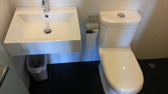 Harbour Ville Hotel: Inside Bathroom