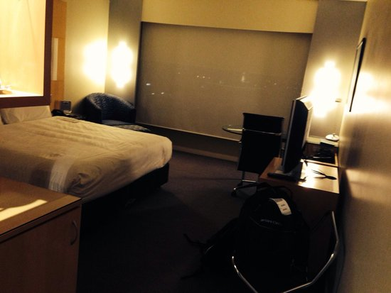 PARKROYAL Melbourne Airport: Room 902 . Nice n dark for a lunch time sleep