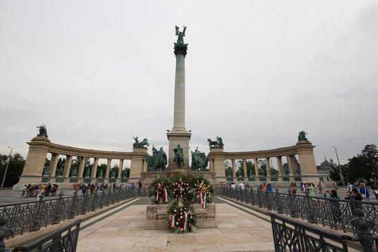 Place des Héros : Hero Square
