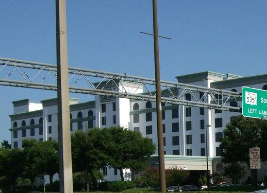 Holiday Inn Orlando SW - Celebration Area: 幹線道路に面していて、前にスーパーマーケットがあります