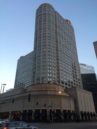 Sheraton Grand Chicago: Exterior