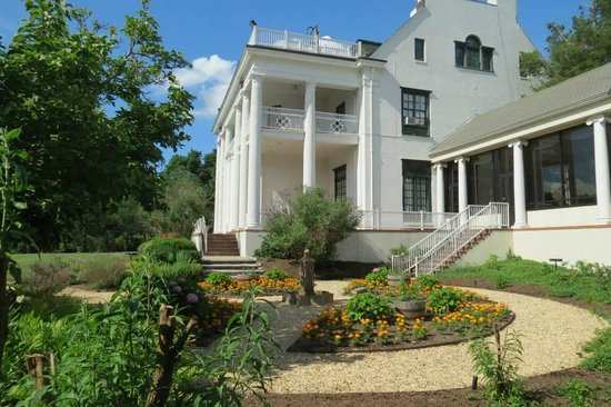 Tarrytown House Estate on the Hudson: The interior gardens