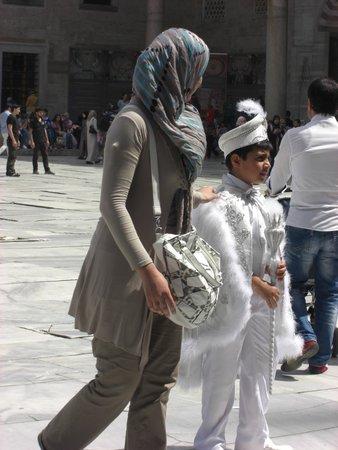 Historic Areas of Istanbul: Ninos vestidos de Sultanes en domingo