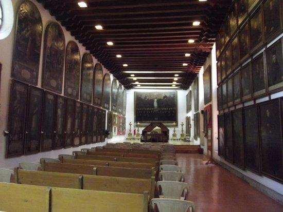 Pinacoteca de la Profesa: están organizadas en forma temática