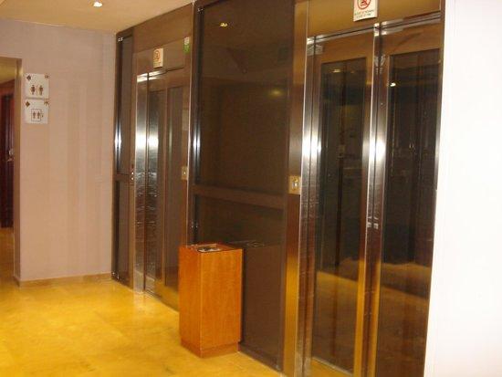 Catalonia Eixample 1864: Elevators