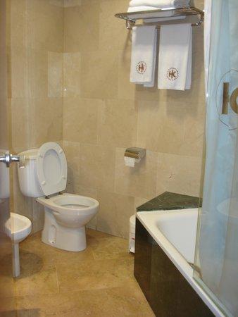 Catalonia Eixample 1864: Bathroom