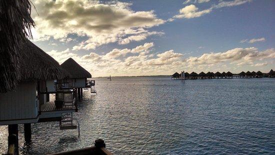 Le Meridien Bora Bora : Bungalow porch view