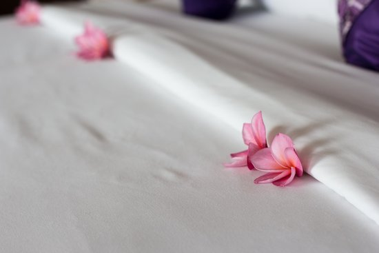 Sandalwood Luxury Villas: The Thoughful Touches, Flower Petals on Your Bed