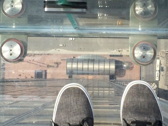 Skydeck Chicago - Willis Tower: Looking Down from the Ledge