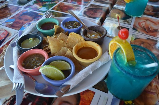 La Isla Shopping Village : Tacos and Tequila Salsas