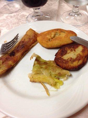 Trattoria Sale e Pepe: Polpetta di patata, polpetta di melenzana e porri fritti