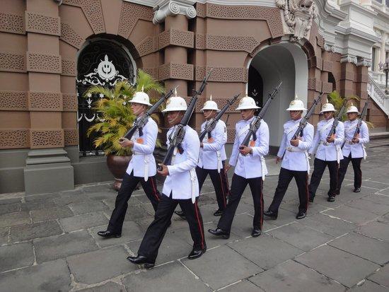 The Grand Palace: gardes