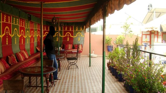 Hotel Imouzzer: Toit Terrasse avec tente berbere
