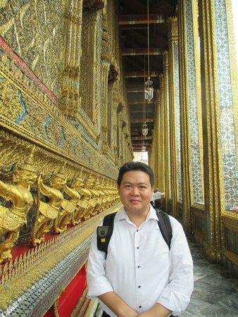 Temple of the Emerald Buddha (Wat Phra Kaew): Husband with beautiful ornament