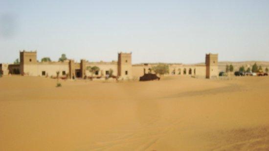 Auberge du Sud : L'auberge vue du désert