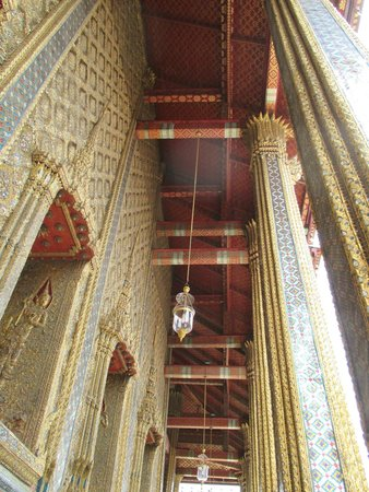Temple of the Emerald Buddha (Wat Phra Kaew): Even its ceiling has detail ornament