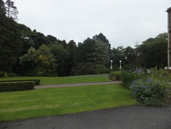 Astley Bank Hotel: part of lovely grounds