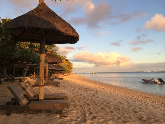 Heritage Le Telfair Golf & Spa Resort: Sunset Mauritius style