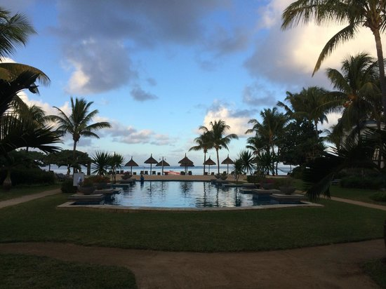 Heritage Le Telfair Golf & Spa Resort: The heated pool
