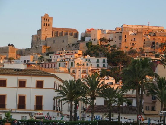 Hotel Playasol Maritimo: Ibiza from the habour