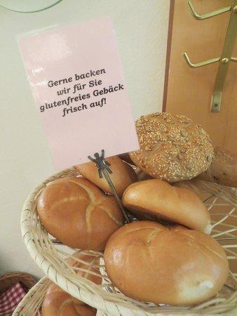 Hotel Restaurant zur Post: Fresh rolls at breakfast - gluten-free on request