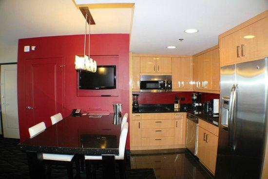 Elara by Hilton Grand Vacations: Kitchen