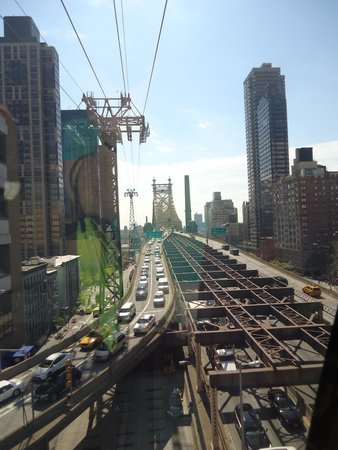 Roosevelt Island Aerial Tram: on the way over