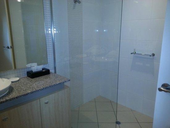 The Sebel Pelican Waters Golf Resort & Spa: 2nd bathroom