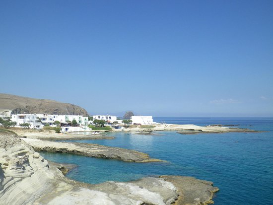 Apollon studios-rooms: Situation de l'hôtel en bordure de mer