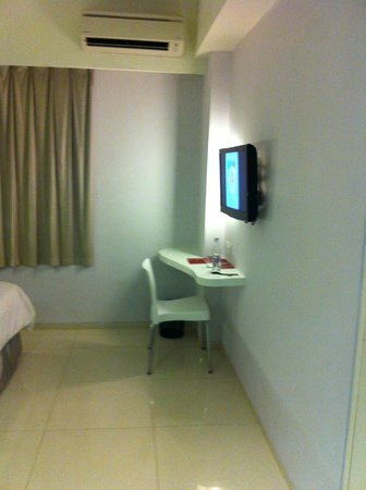 Primera Hotel Seminyak: Tv Area